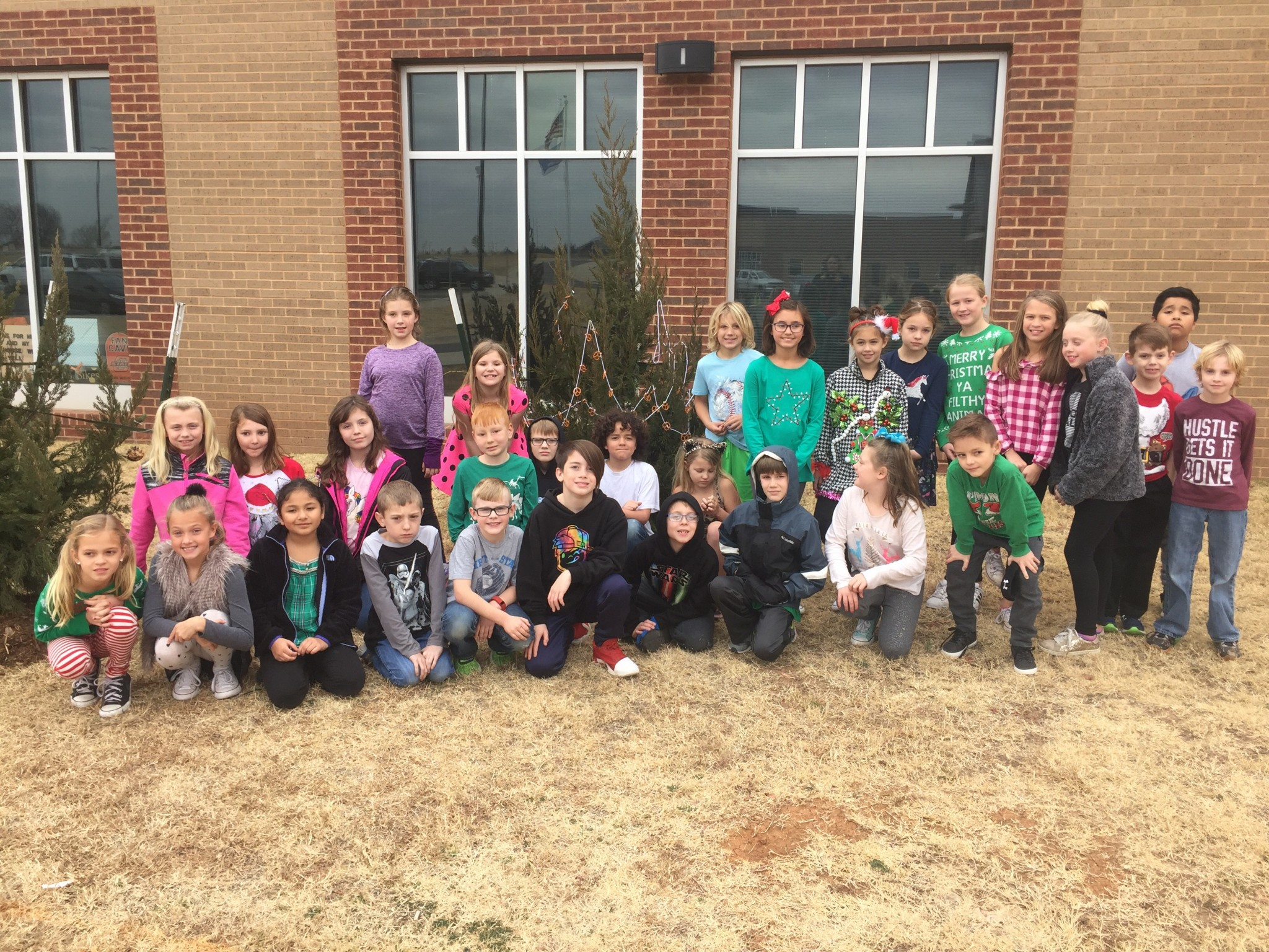group pic of students by tree
